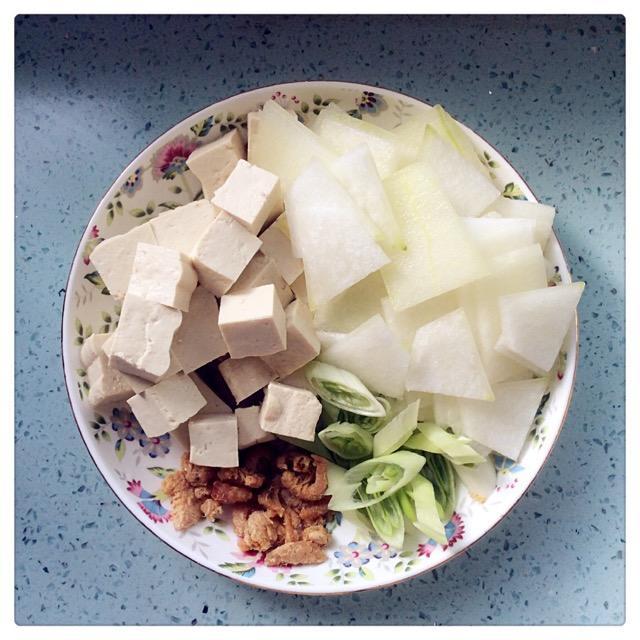 秋冬季养生:虾米皮豆腐汤.又鲜又美味可口